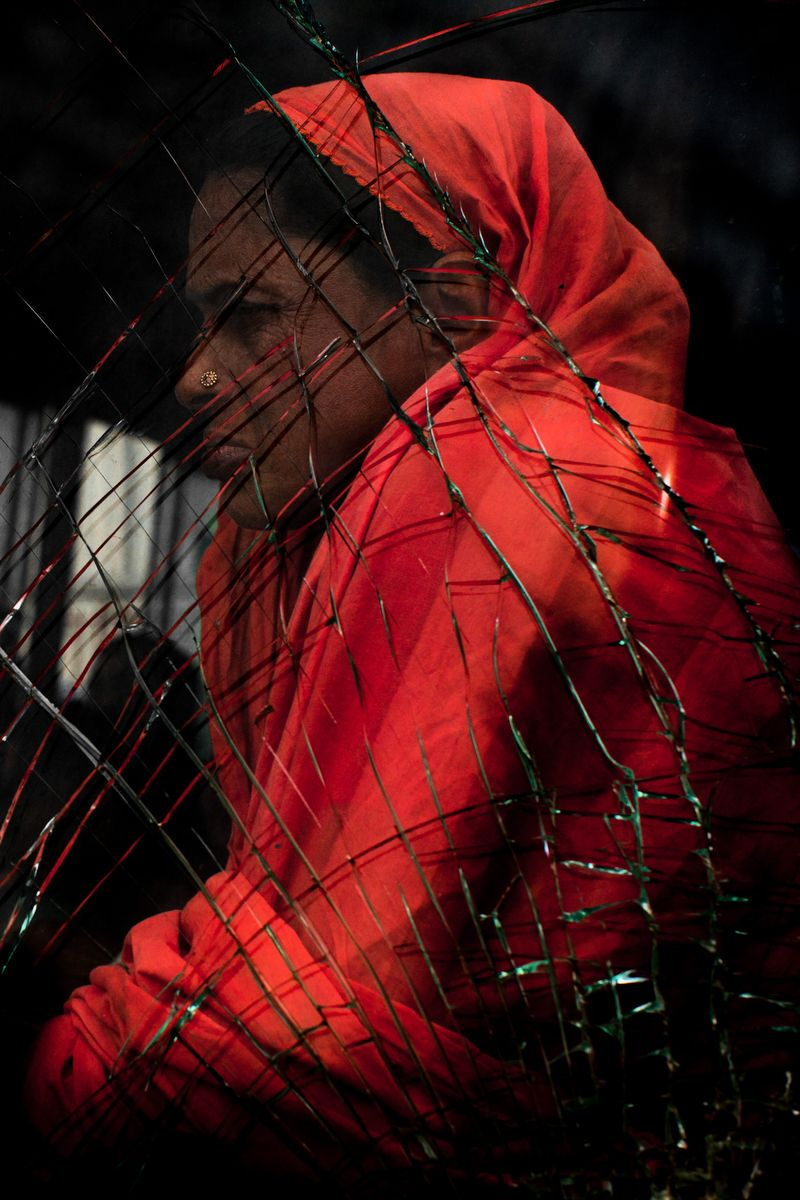 0001_zoriah_photojournalist_war_photographer_woman_on_bus2_20120801_0064