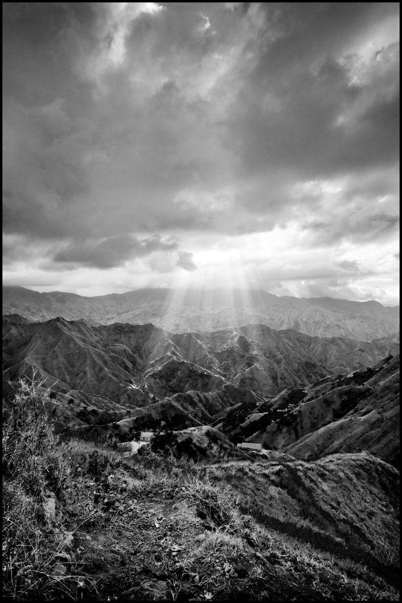 0001_zoriah_photojournalist_war_photographer_eguin_haiti_20091204_0425-1