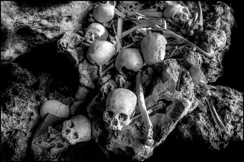 0001_okinawa-japan-burial-site_20040320_8324