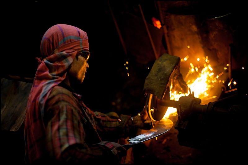 0001_zoriah_bangladesh_metal_grinder-1_20120806_0473