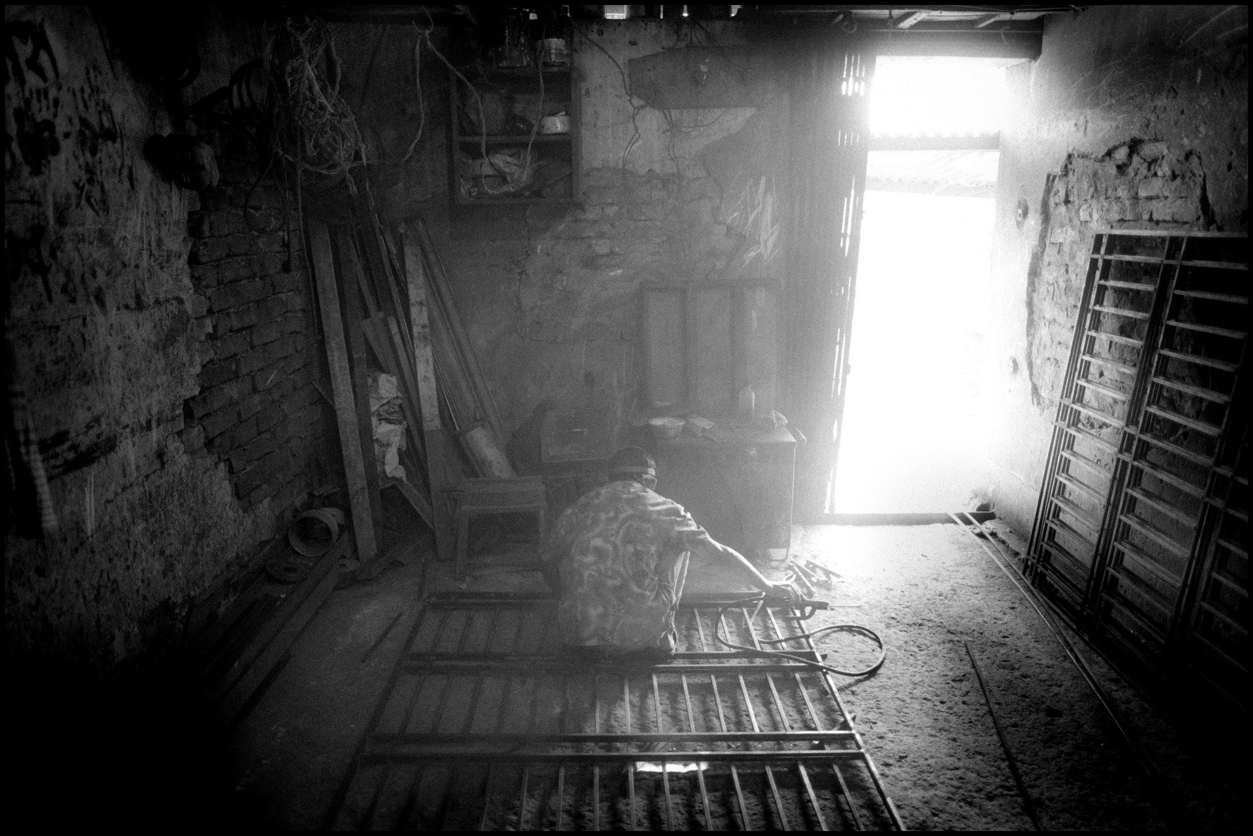 ZORIAH - A PHOTOJOURNALIST AND WAR PHOTOGRAPHER'S BLOG: Metal Gate ...