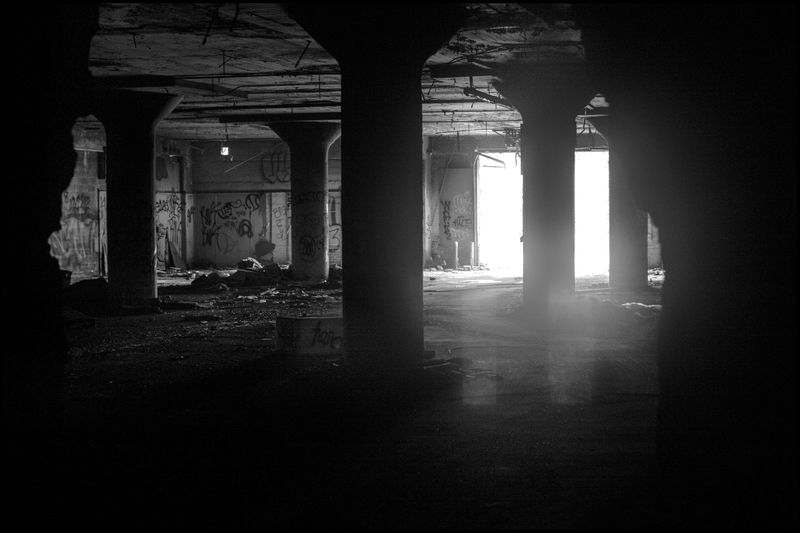 0001_zoriah_photojournalist_war_photographer_detroit_metal_salvage_packard_plant_20130622_9588a