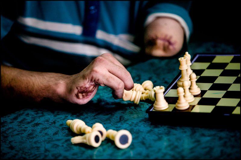 0003_zoriah_photojournalist_war_photographer_gaza_war_rocket_palestine_israel_attack_victim_20080813_0102