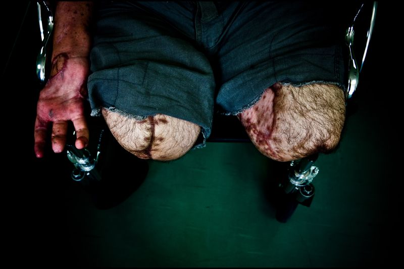 0001_zoriah_photojournalist_war_photographer_gaza_war_rocket_palestine_israel_attack_victim_20080813_9044