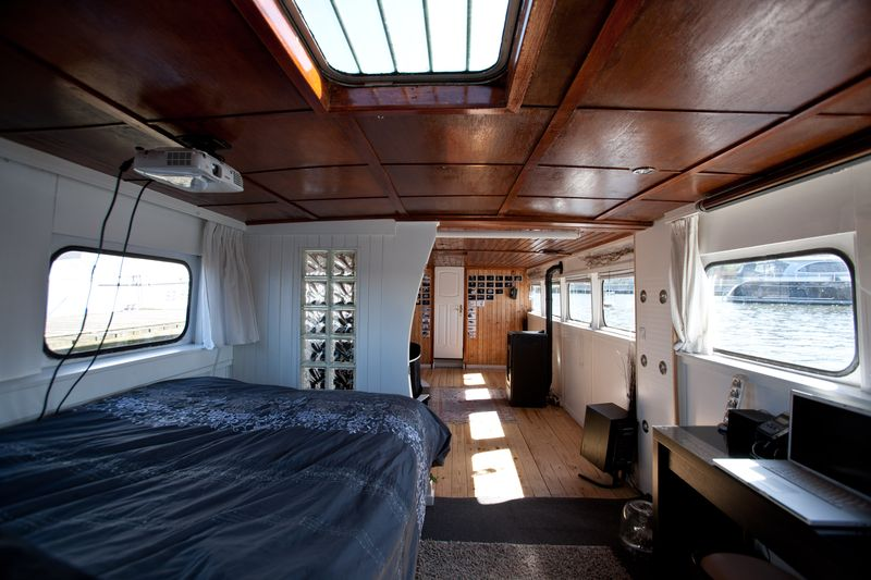 0002_houseboat for sale_20110501_0174