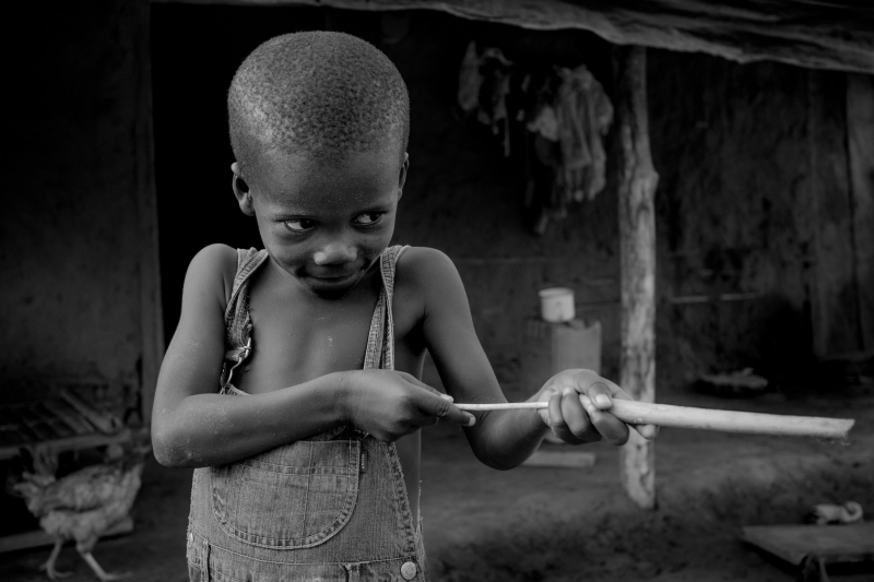 0008_zoriah_photojournalist_war_photographer_childrens_favorite_toys_poverty_child_20140421_4229