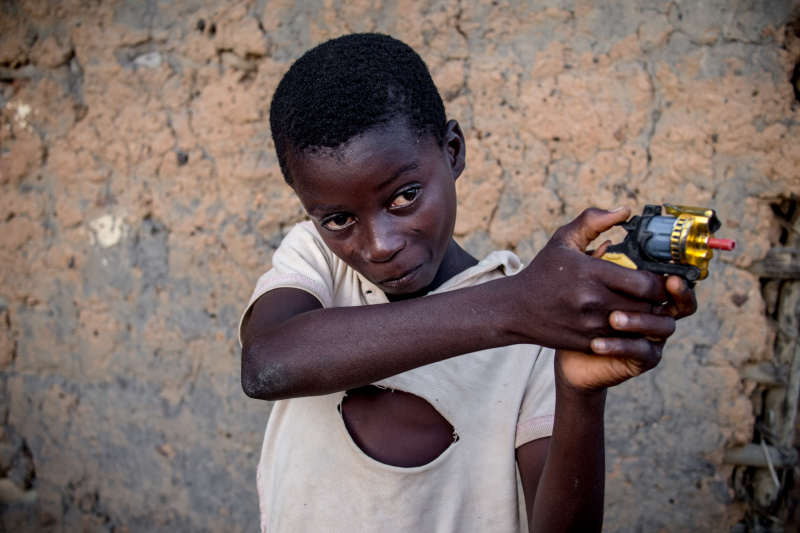 0013_zoriah_photojournalist_war_photographer_childrens_favorite_toys_poverty_child_20140422_4866