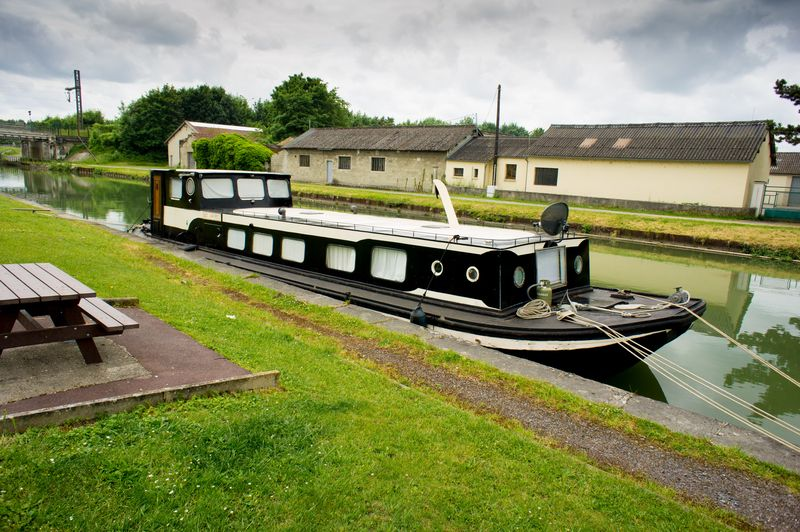 0009_houseboat for sale_20120605_0683