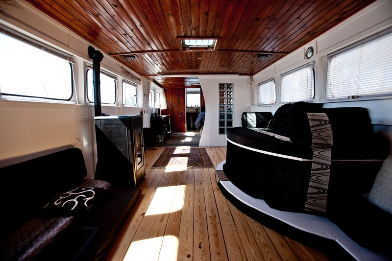 0001_houseboat for sale_20110501_0190