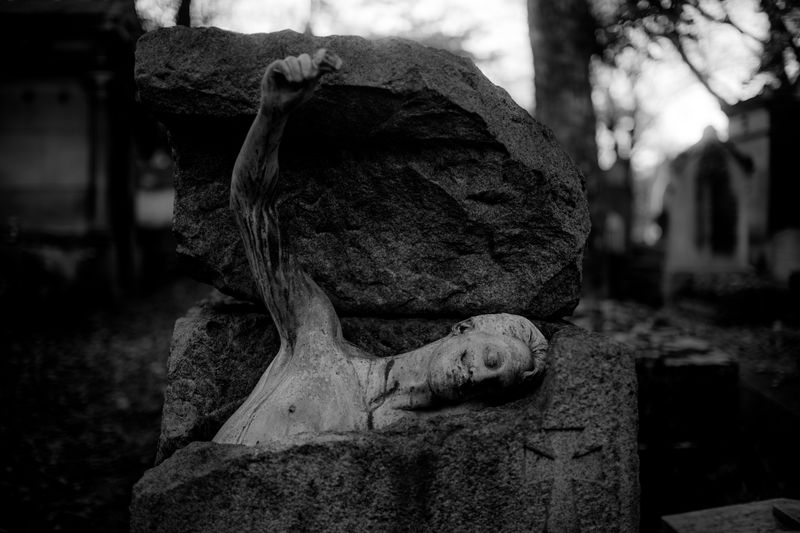 0002_zoriah_photojournalist_war_photographer_paris_halloween_père_lachaise_cemetary_20151031_0247