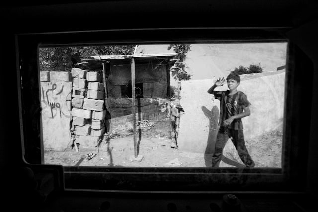 Zoriah_iraq_irak_war_boy_windows_07